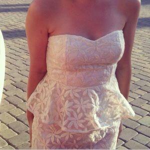 WHITE CREAM MINI PEPLUM DRESS
